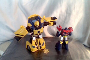 Transformers-Reveal-Shield-Bumblebee-Classics-repaint-amp-Optimus-Prime-Cybertron