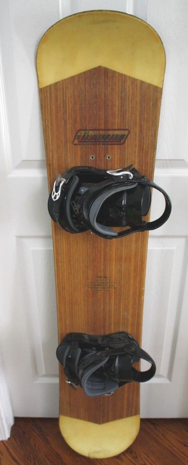 NEW THredTLE WIDE SNOWBOARD SIZE 144 CM WITH  LTD BINDINGS SIZE M  for sale
