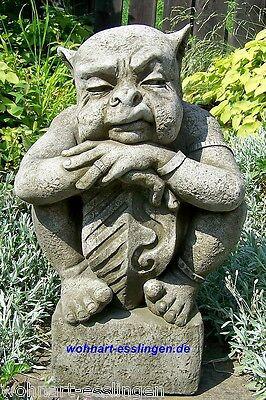 GA1106 Gargoyle Grimold mit Schild Fiona Scott Pheebert's Statuary Steinguss