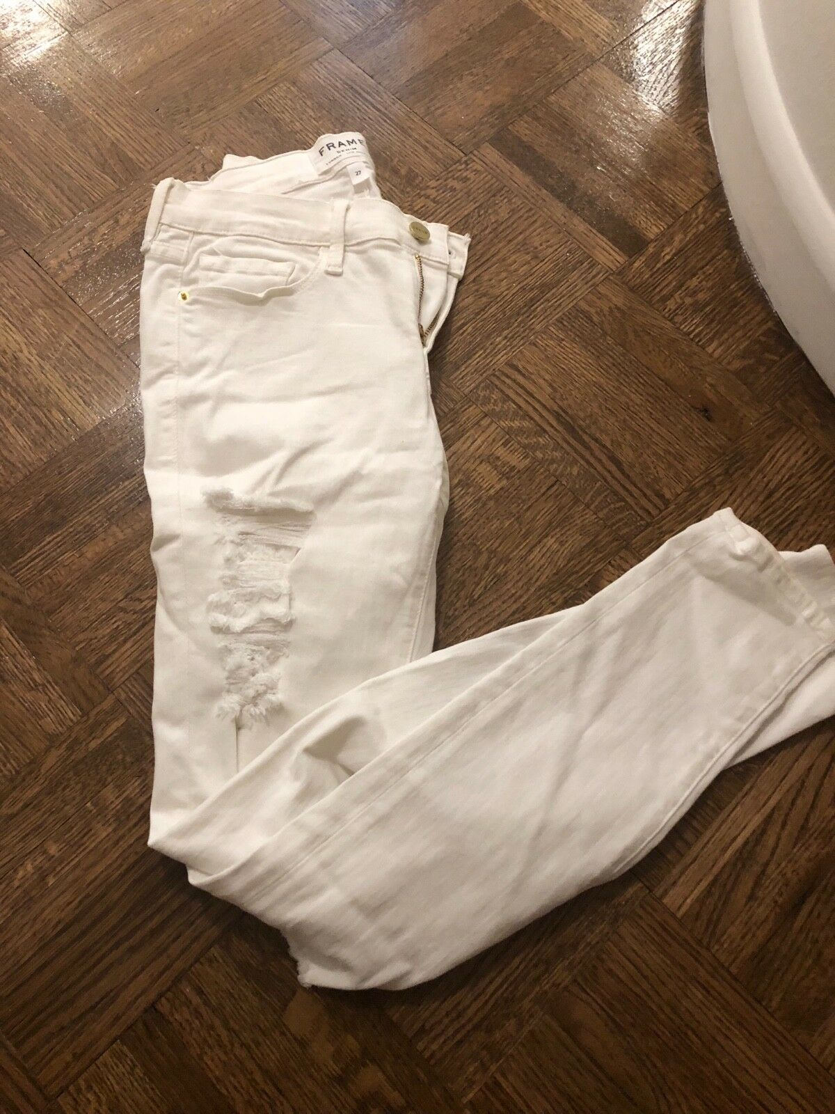 Frame Denim White Skinny Jeans In Size 27. Great Distressed Fit