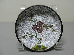 WONDERFUL ANTIQUE CHINESE CLOISONNE SMALL BOWL, WHITE with FLORAL DECORATION