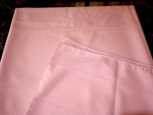 Vintage-Beautiful-Pink-Tablecloth-82x60-Free-Shipping