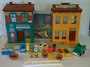 Vintage 1974 Fisher Price Play Family SESAME STREET Little People House Huge Lot