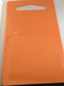 Planche-A-Decouper-En-Plastique-accessoires-cuisine-24-50cm-x-14-50-cm-orange