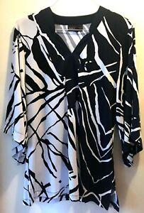 DANA-BUCHMAN-Top-MEDIUM-Navy-Blue-Black-amp-White-3-4-Sleeve-Tunic-Style-Abstract