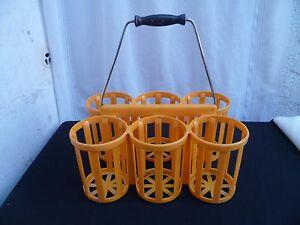 Porte-bouteilles-X-6-vintage-plastique-orange-poignee-en-bois-noirci-1960-70