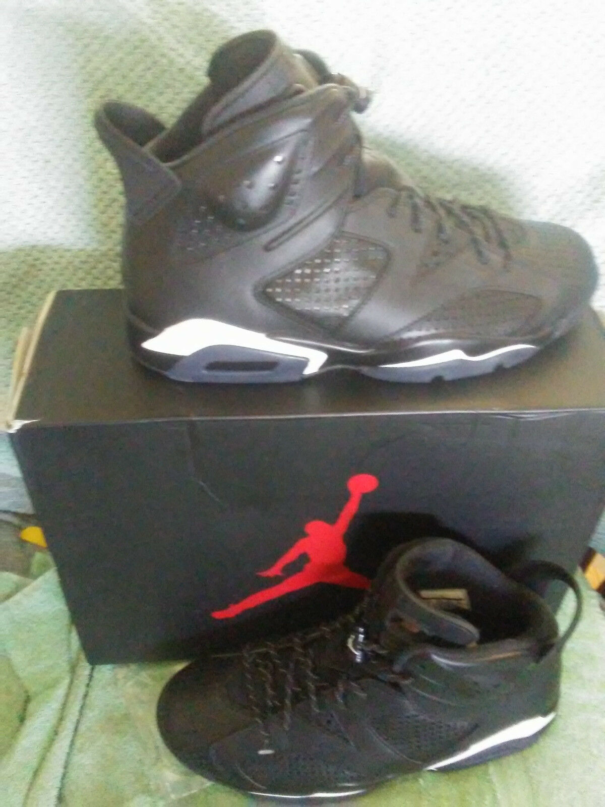 Mens Nike Air Retro 6  size 8.5  Black/White.  New in Box