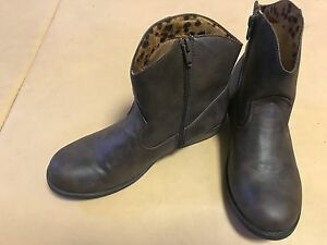 Cherokee Girls' Faux Leather Size 6 Brown Boots