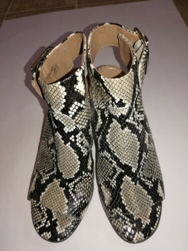VIONIC WOMAN'S BLAKELY BOOTIE NATURAL SNAKE SHOE /