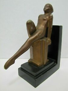 Art-Deco-Nude-Beauty-Bookend-Decorative-Art-Statue-Leg-Out-Leaning-Back