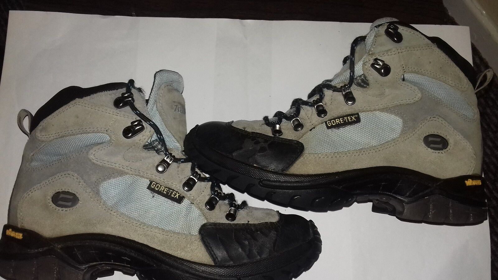 Zamberlan goretex hiking books with vibram soles unisex size good condition