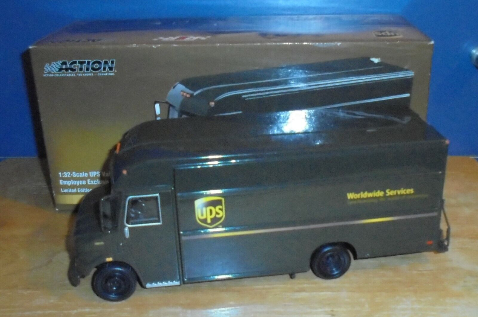 Action Collectibles 104652 2003 UPS Van Employee Exclusive Limited Edition 1 32