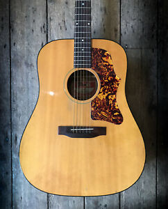 1974 GIBSON J40 ACOUSTIC IN NATURAL FINISH & HARDSHELL CASE
