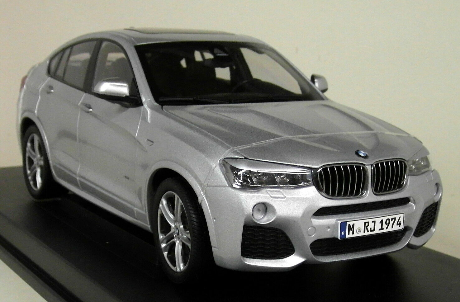 PARAGON 1 18 Scale-BMW X4 F26 Glacier Argent Diecast Voiture Modèle