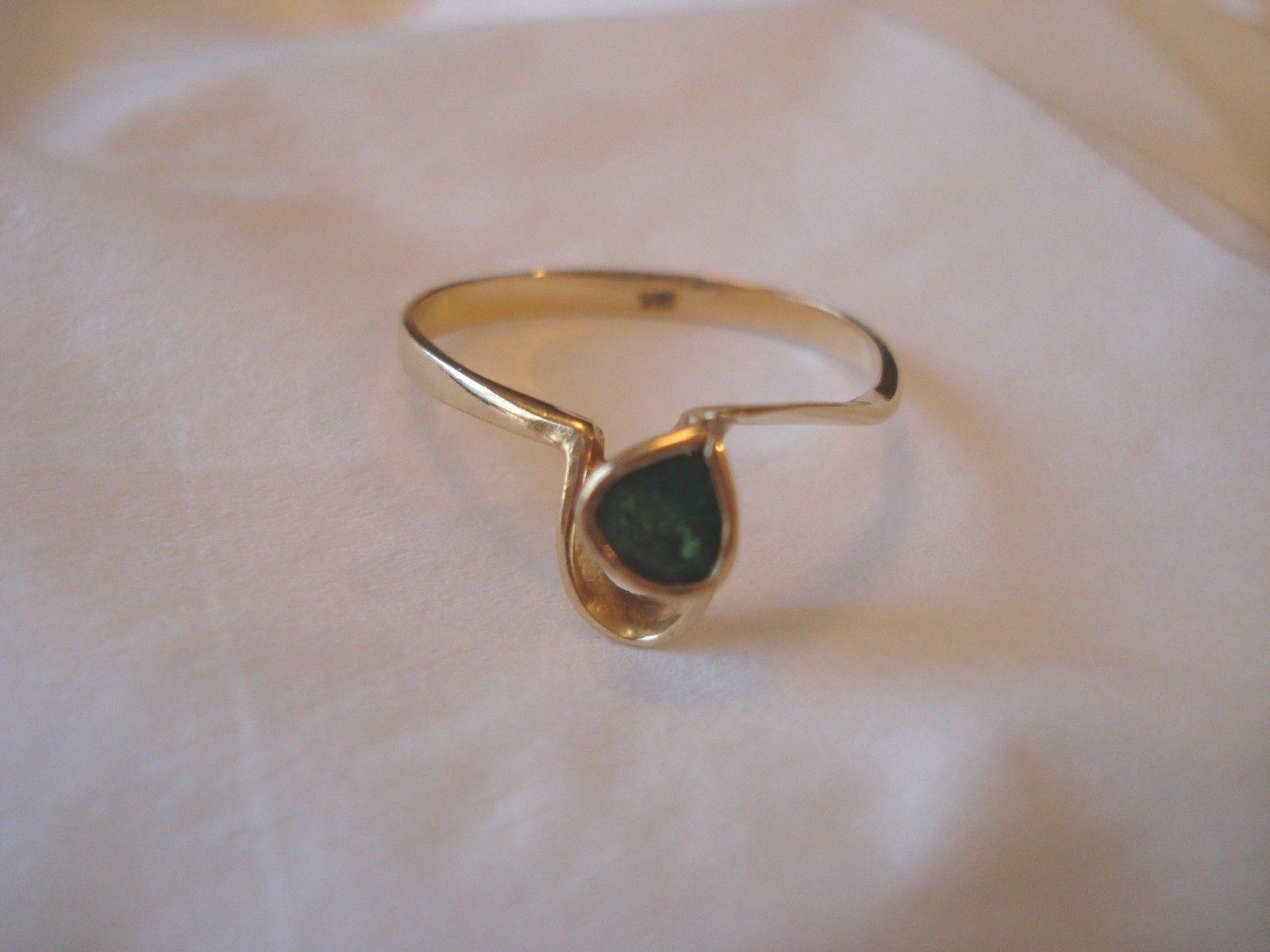 18k Yellow gold Emerald Ring .15 Carat - size 7 - grams 1.7