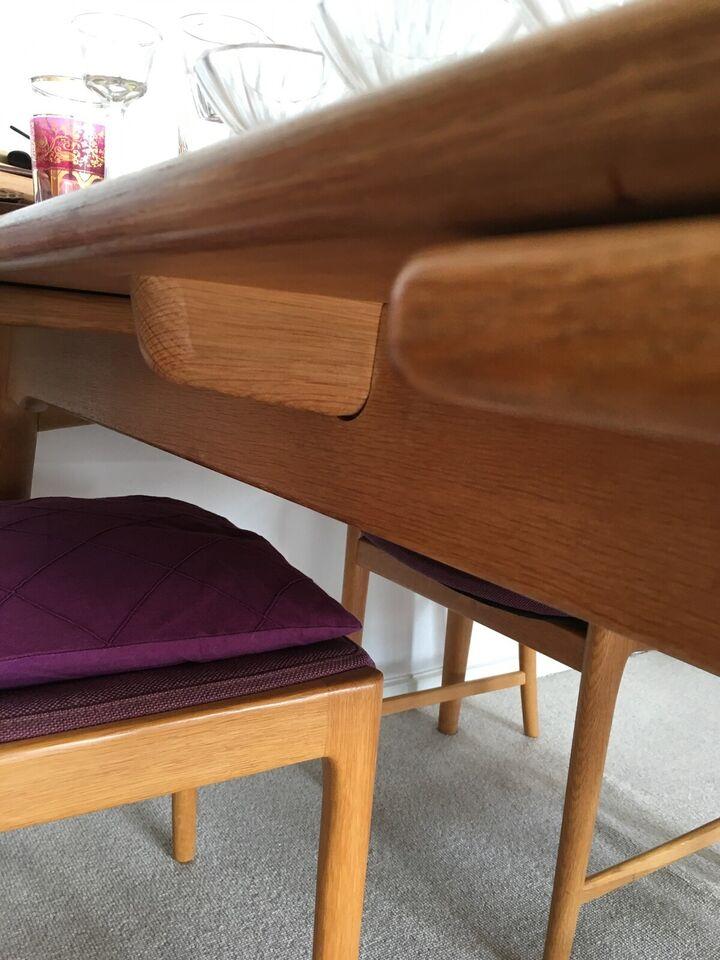 Spisebordsstol, Eg, Ukendt / evt. Hans J. Wegner???