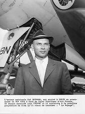 Photo originale Yul Brynner avion Lockheed Super Starliner
