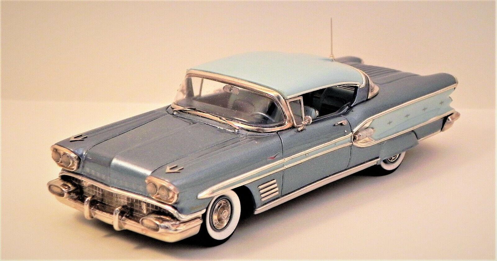 Conquest 1958 Pontiac Bonneville HT bleu avec des jupes-détenu 79