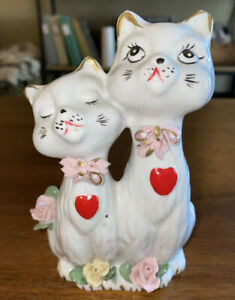 Vintage-CAT-FIGURINE-White-With-Hearts-And-Flowers-6-TALL-2-Cats-MCM-Kitsch