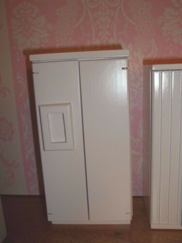 MINIATURE WHITE REFRIGERATOR FOR YOUR DOLL HOUSE