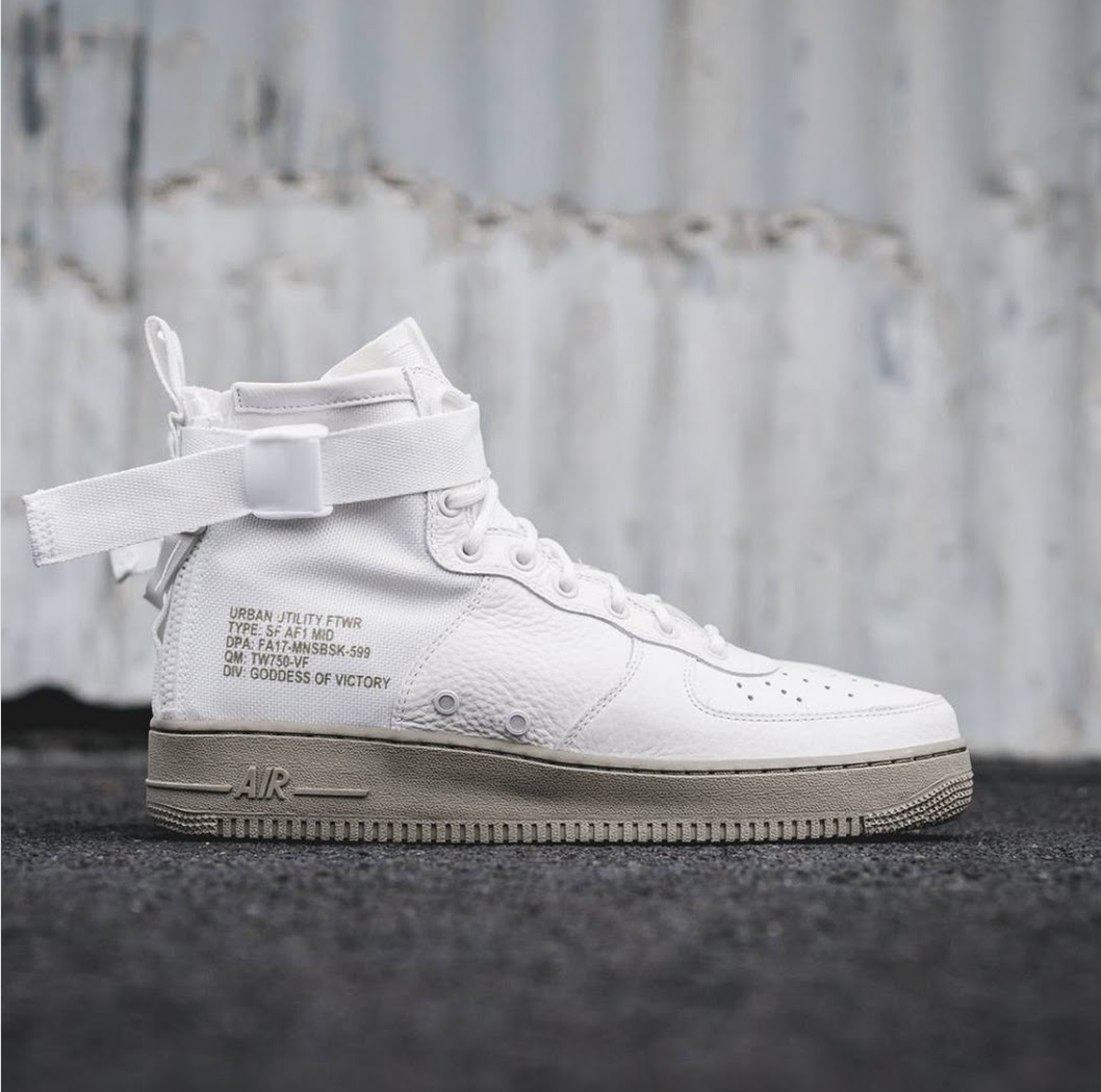 Nike SF Air Force 1 Utility Mid Trainers