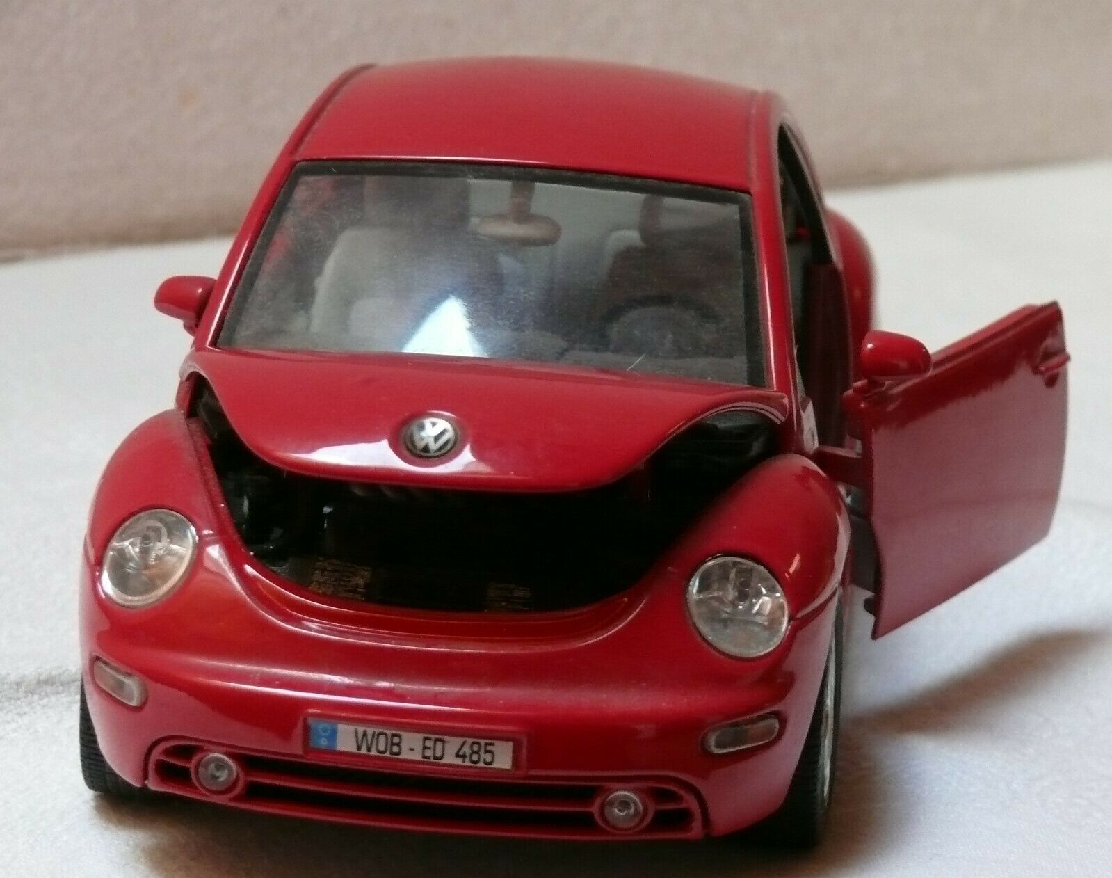 Voiture de collection MINIATURE  WOLSWAGEN NEW BEETLE