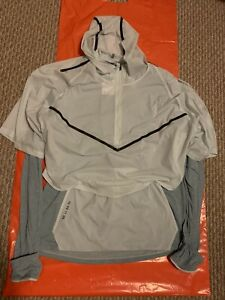 Nike-AR1709-005-Therma-Sphere-Tech-Pack-Running-Division-Shirt-Reflective-Trim