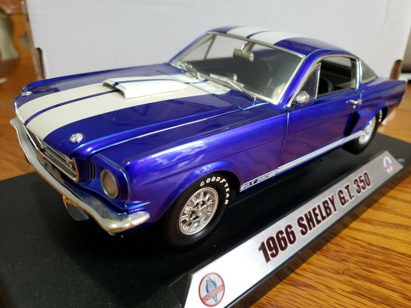 Shelby Collectibles 1966 Shelby GT350 1 18 Scale Die Cast E