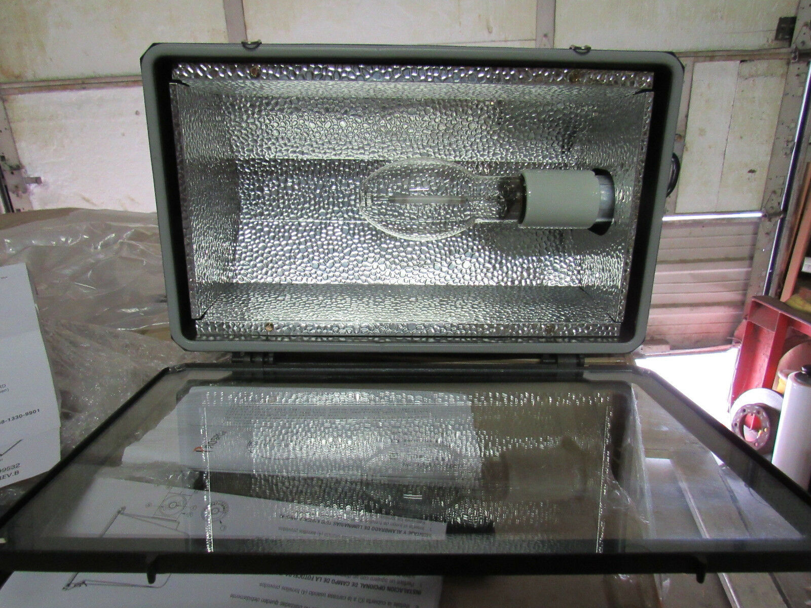 MULTI-VOLTS   M031 Hubbell MHS-Y150S8 Miniliter Wide Beam Floodlight 150 WATTS