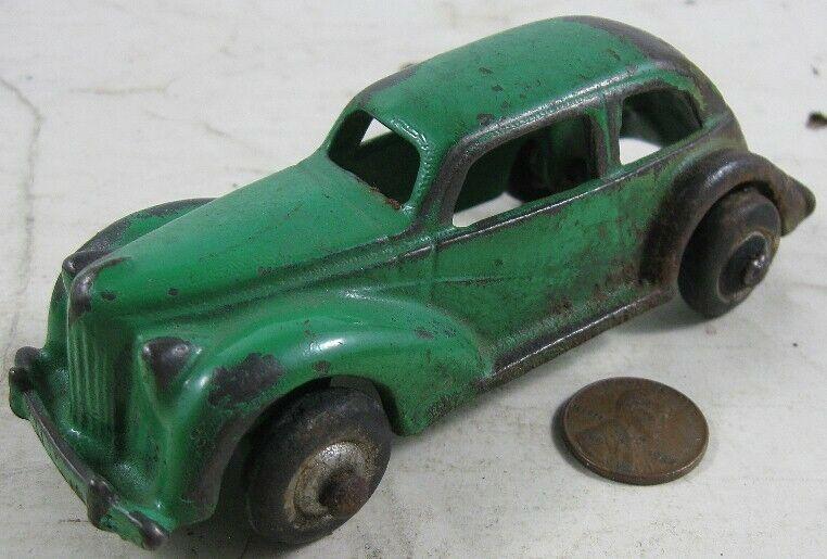 Vintage 1928 Sedan Cast Iron Green Arcade 1501