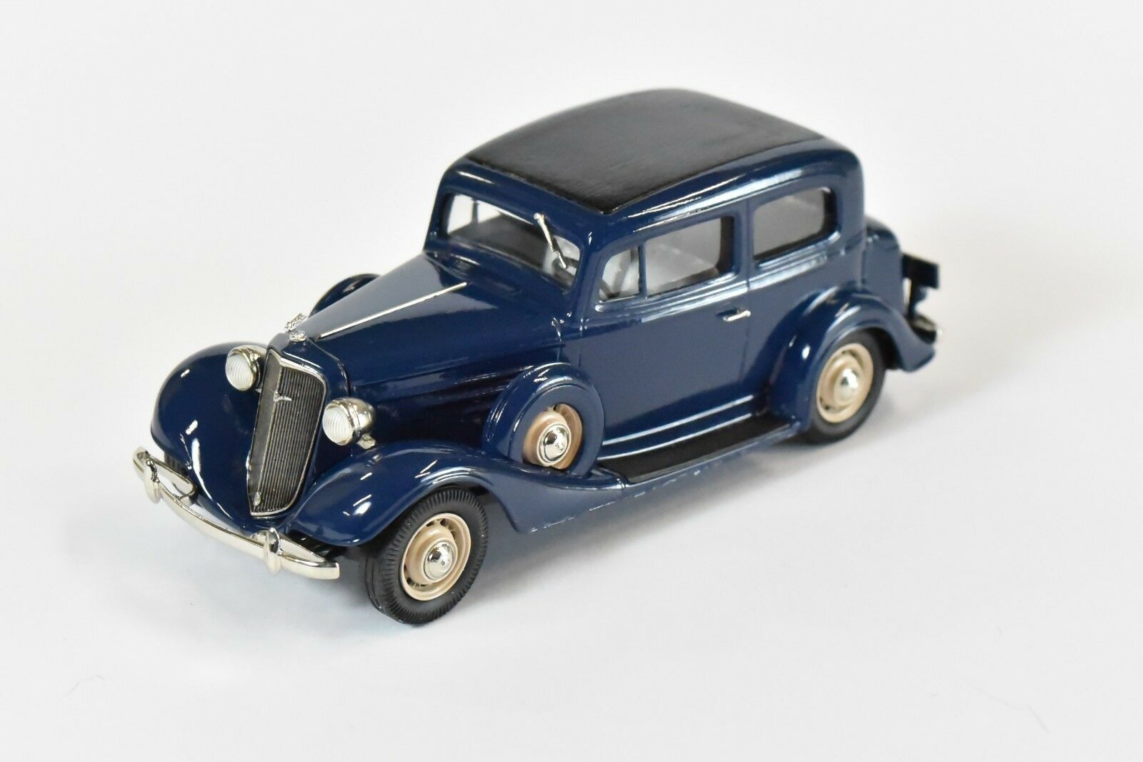Brooklin Models 1934 Chevrolet 2dr Sedan - BML28