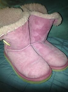 5105b6901c0 Details about WOMEN'S SIZE 5 PINK BREAST CANCER RIBBON SHORT UGG BOOTS -  USED
