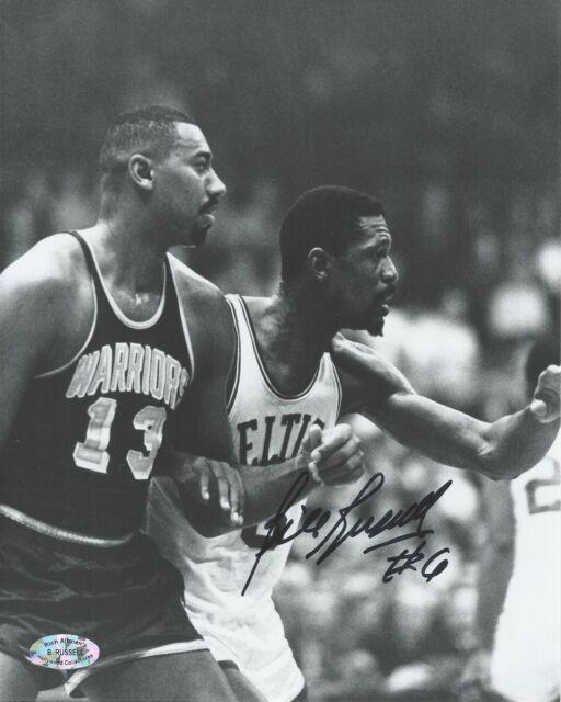 """1965 Basketball 8/"""" x 10/"""" Photo Wilt Chamberlain /& Bill Russell Celtics"""