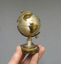 Ancien briquet mappemonde. Design 1950-60. Globe terrestre. Windmill.