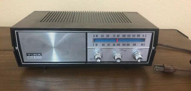 Vintage York Solid State AM FM Radio TT-104 Wood Grain Silver Front Display