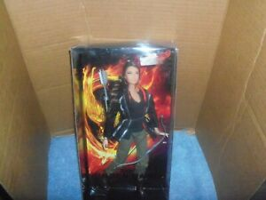 NEW-barbie-Katniss-The-Hunger-Games-NRFB-W3320-GOOD-CONDITION