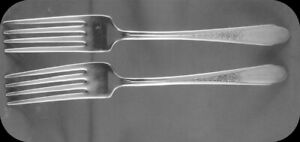 Two-Wm-Rogers-IS-Gardenia-Dinner-7-1-2-034-Forks-2-2-sets-of-two-avail