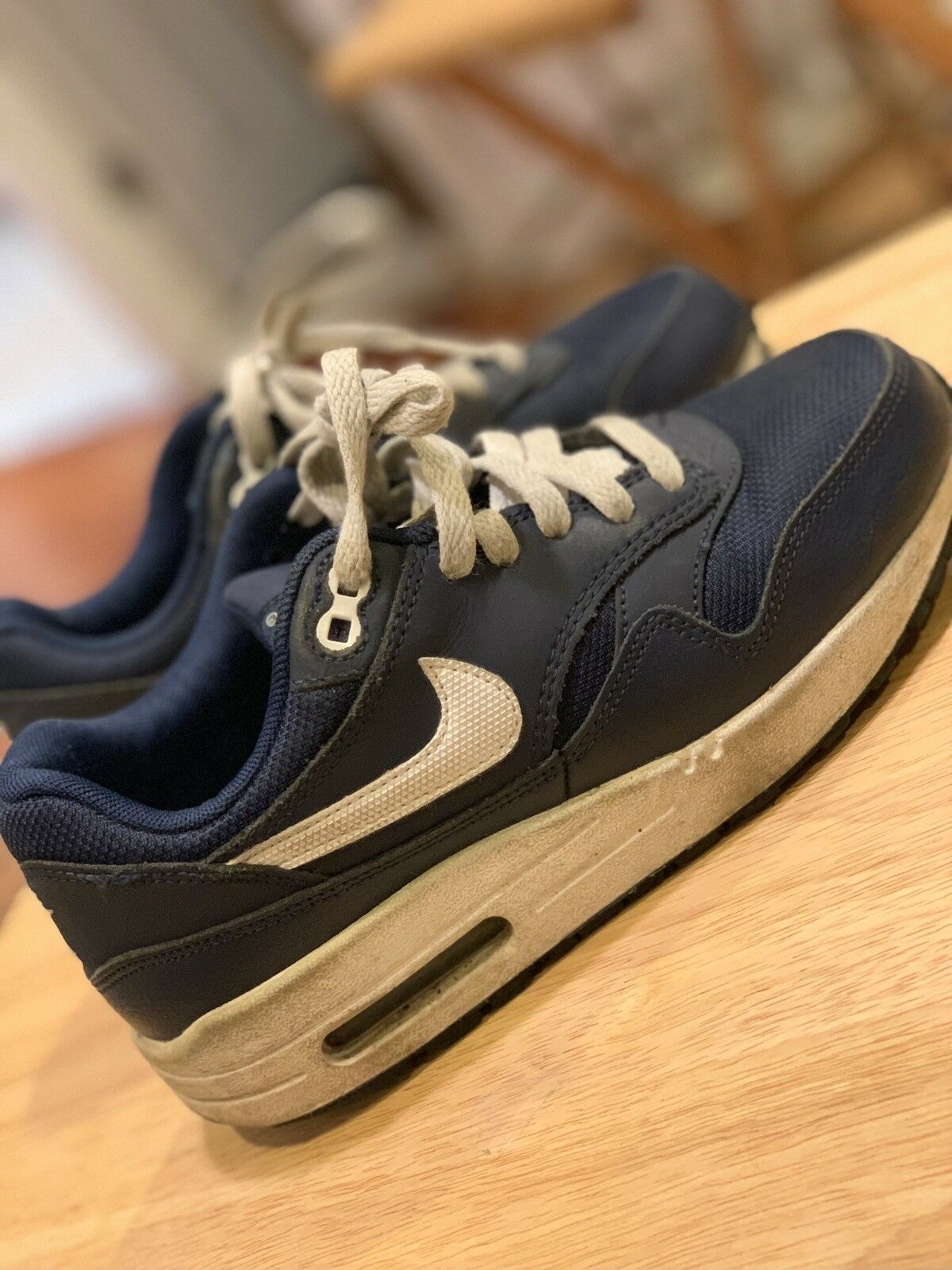 Nike Air Max 1 CLASSIC youth Size 4