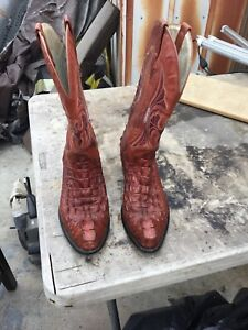 Hornback Alligator 10 D Brown  Imitation Skin Not Real Very Nice Pegs On Sole