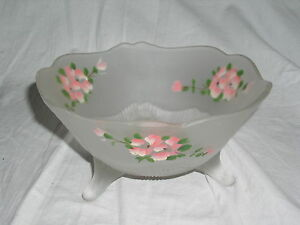 1930s-Vintage-Lancaster-KAY-WHITE-FROSTED-w-Pink-Floral-Pattern-3-Toed-8-034-Bowl