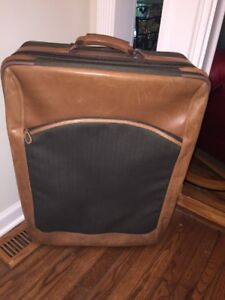 L-L-Bean-Rolling-Leather-Trimmed-Suitcase-28-By-21
