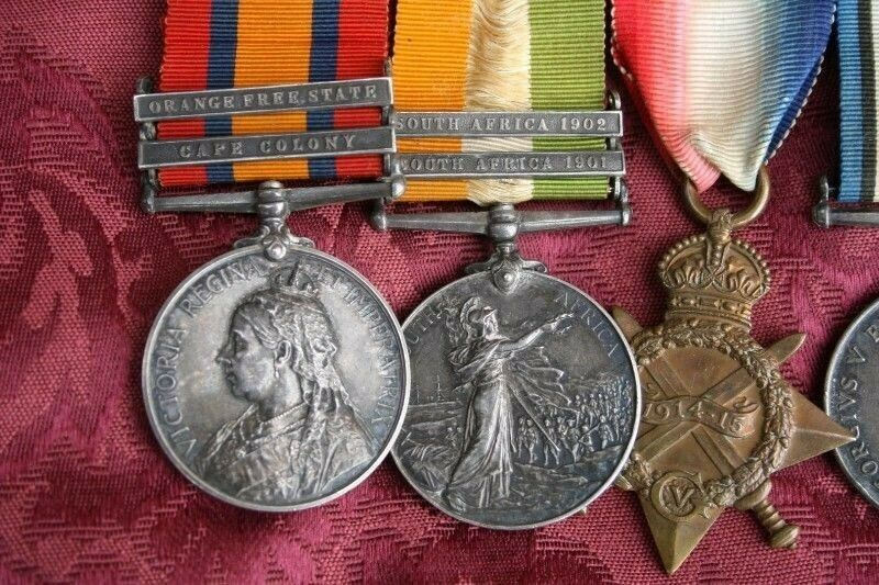 COLLECTOR buys WAR MEDALS SILVER COINS, NOTES, MILITARIA BADGES and VINTAGE WATCHES and parts