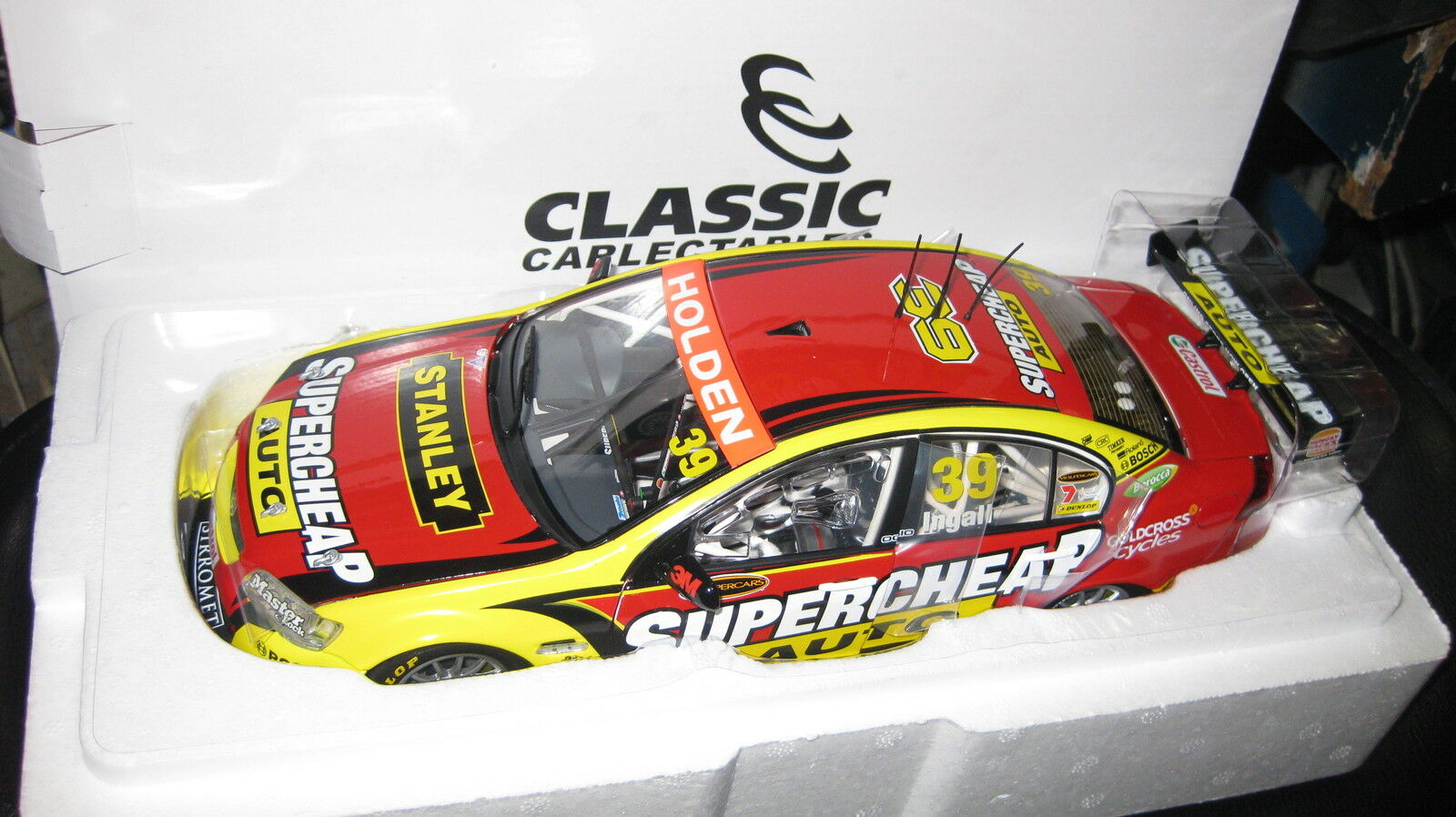 CLASSIC 1 18 2011 HOLDEN COMMODORE  RUSSELL INGALL  V8 SUPERCAR SUPERCHEAP 18475