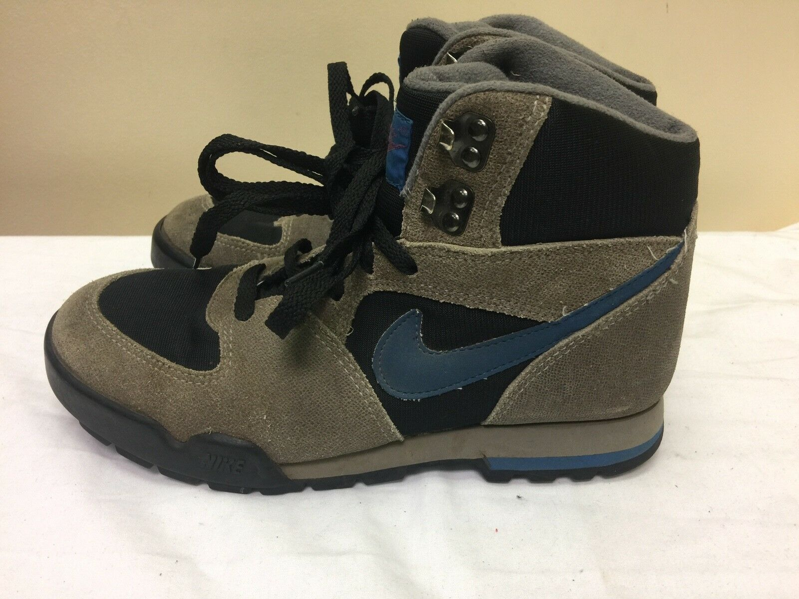 NIKE MEN BROWN SNEAKERS BOOTS size US 7