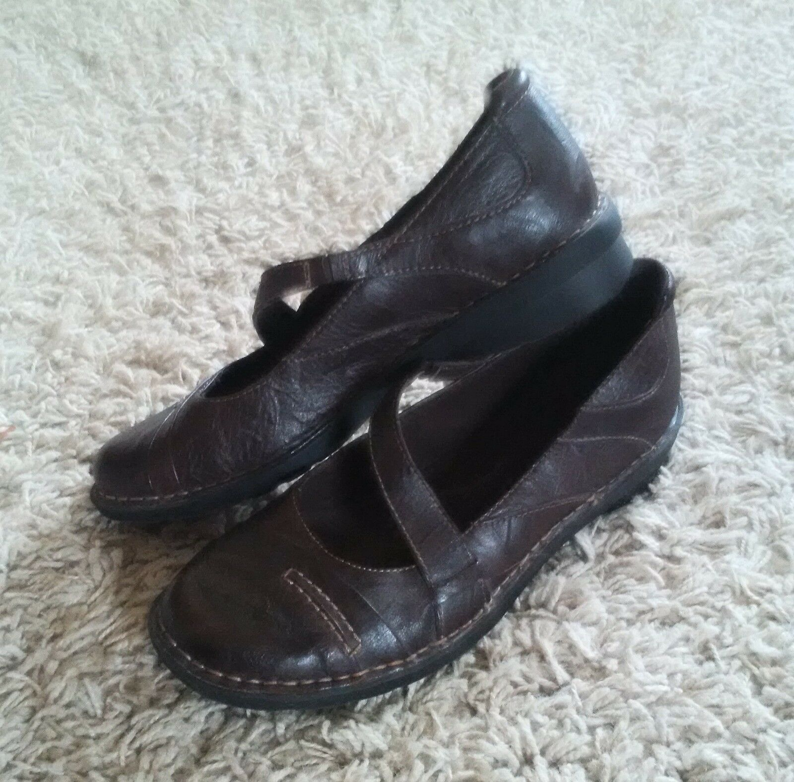 CLARKS Bendable Brown Leather Mary Janes - Womens size 6.5 EUC