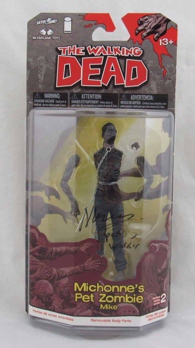 Mcfarlane walking dead comic 2 michonne ist pet zombie mike unterzeichnet.