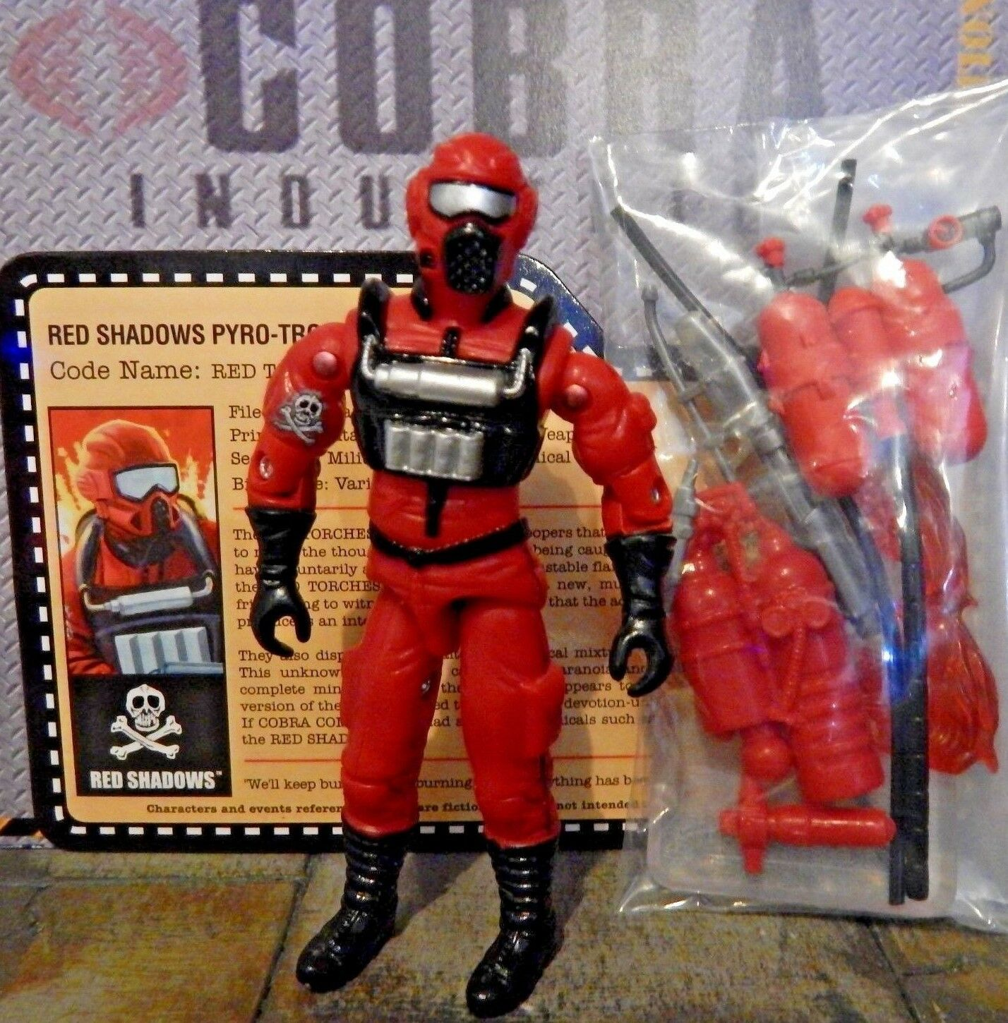 GI JOE  2010 RED TORCHES  RED SHADOWS PYRO-TROOPER  VACATION IN THE SHADOWS