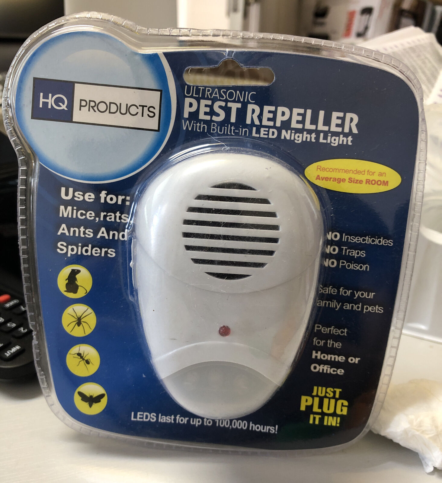 HQ Products Ultrasonic Pest Repeller with Built in Led Night Light for Mice Rats