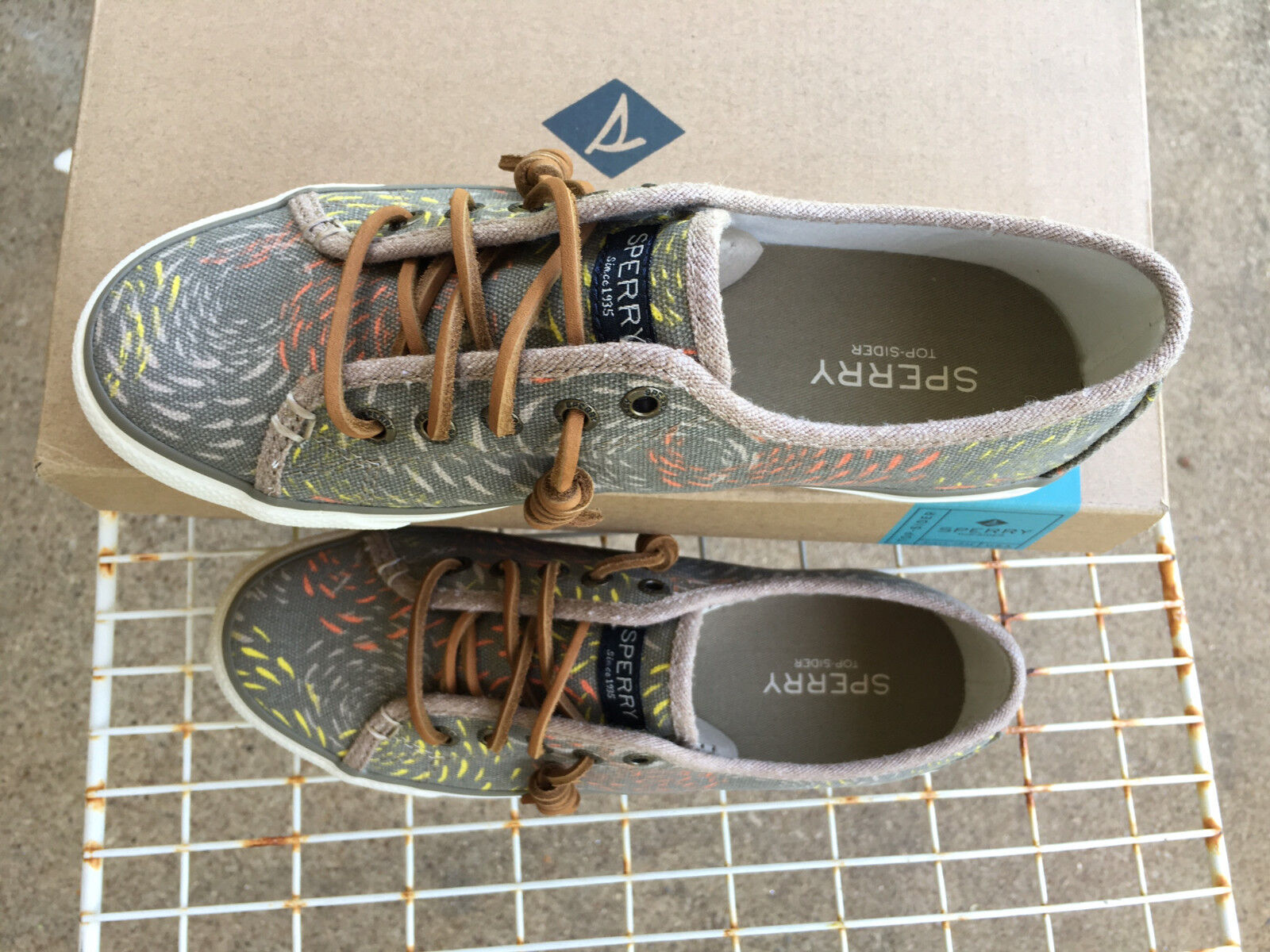 SPERRY SEACOAST STS95425 TAUPE MULTI Fish Circle Fashion Sneaker shoes Size 6.5M