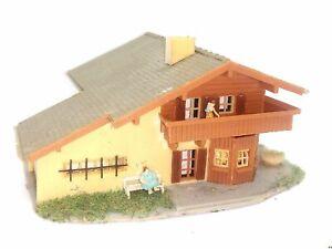 Alpenhaus-Berghaus-Pension-mit-Figuren-BELEUCHTET-Spur-N-D0166